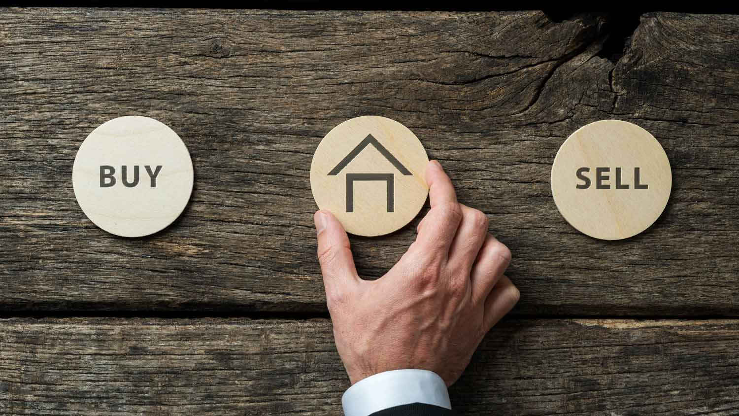 What Is The Difference Between A Mortgage Broker And A Real Estate Broker?
