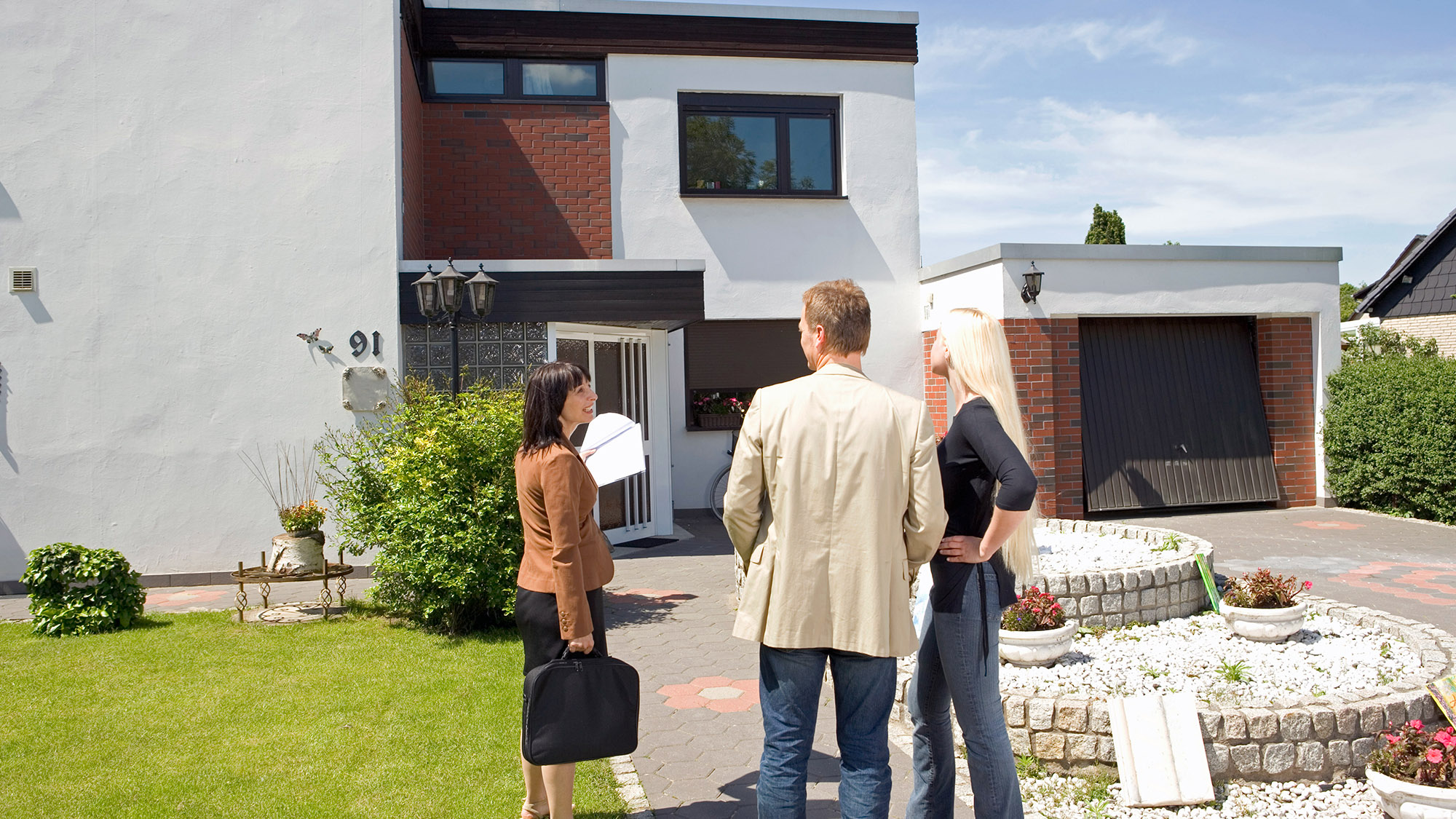 Using a Real Estate Agent To Sell Your Home vs DIY